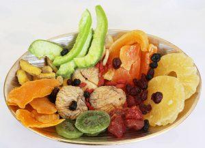 cosa mangiare durante la corsa: frutta disidratata